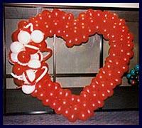 kırmızı kalp balon süslemesi